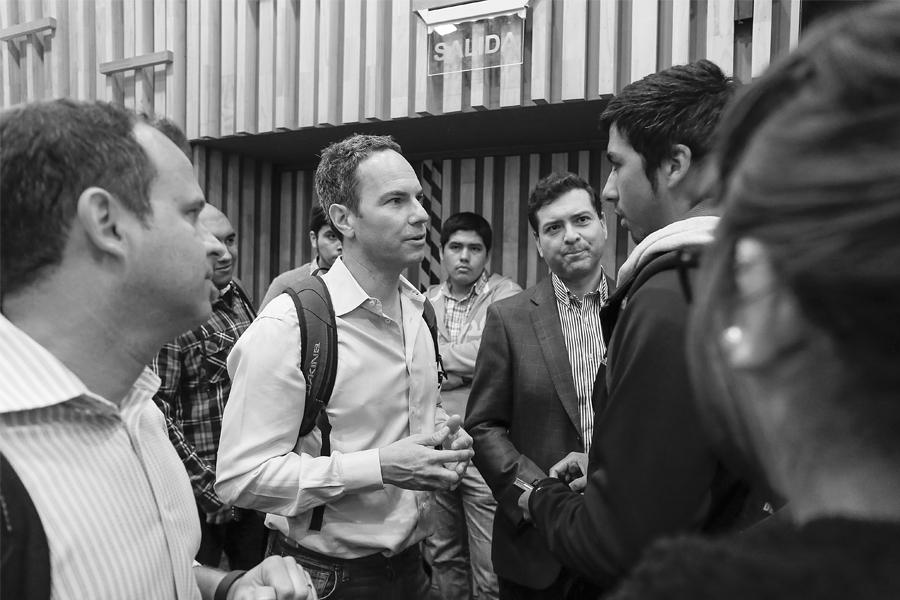 Chris Barton, cofundador de Shazam compartiendo con alumnos unab en charla Meet Latam (2016).