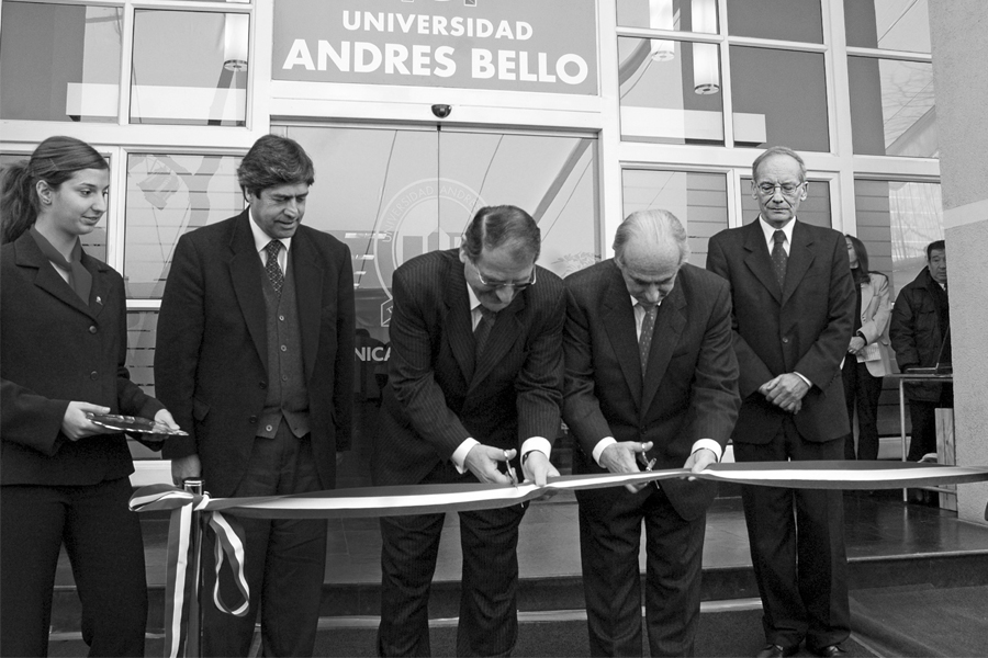 Inauguración Clínica Odontológica UNAB (2005).