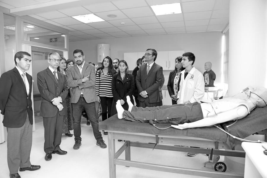 Inauguración de los nuevos laboratorios de Kinesiología (2017).