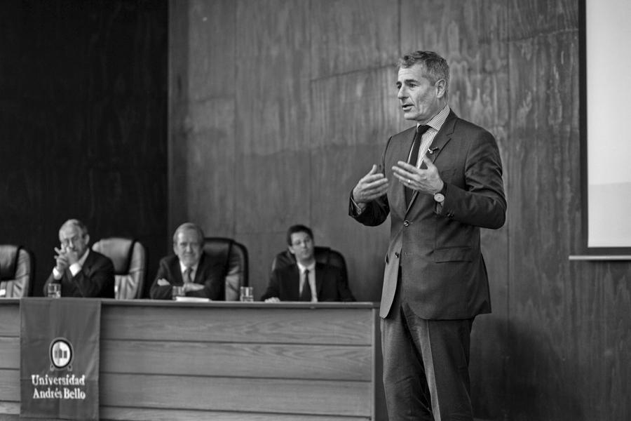 Lanzamiento del Centro de Políticas Públicas con el ex Ministro, Andrés Velasco (2018).