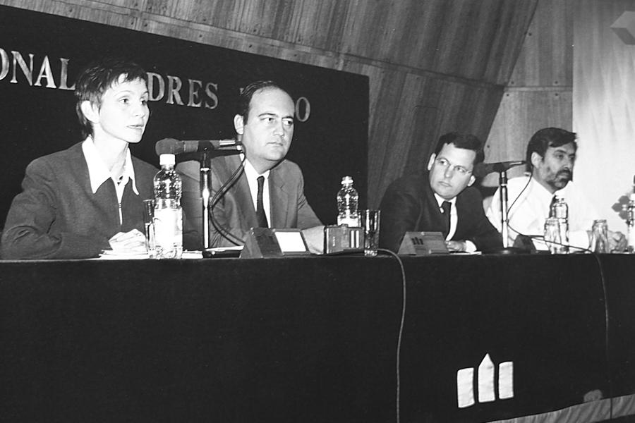 Seminario de Derecho con ex Subsecretaria General de Gobierno, Carolina Tohá, y el ex decano, Patricio Zapata (2001).