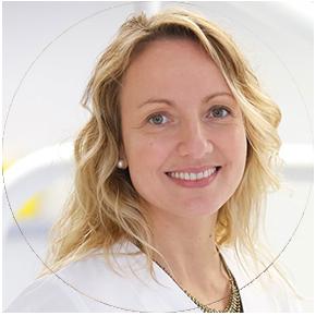 2) Joyce Huberman Casas, Decana de la Facultad de Odontología