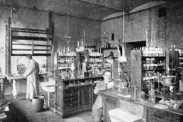 """4to Seminario de Alimentos Modernos: """"Los laboratorios municipales y el control de la calidad alimentaria. Chile 1894-1910"""""""